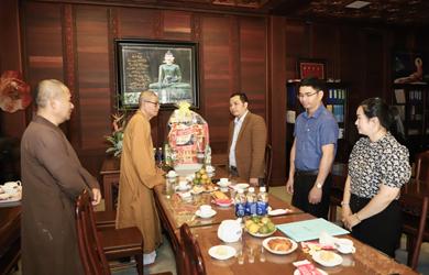 Ban Tôn giáo tỉnh Đắk Lắk thăm, chúc tết chùa Sắc tứ Khải Đoan