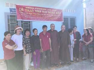 Bàn giao nhà Đại đoàn kết tại phường An Lạc, thị xã Buôn Hồ