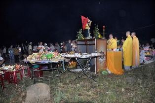 Chùa Pháp Vân, huyện Buôn Đôn Tổ Chức Lễ Thả Hoa Đăng