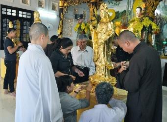 Lễ Thiếp Vàng Phật Tại Chùa Quảng Đức