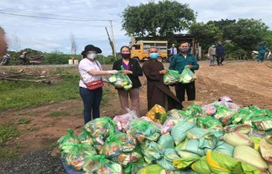 Phật giáo huyện EaSup chia sẻ yêu thương mùa covid