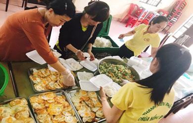 Bếp cơm tình thương tại Chùa Hồng Phước