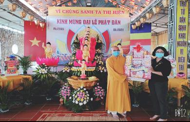 Lăk: Lãnh đạo chính quyền Tỉnh và Huyện chúc mừng Phật đản