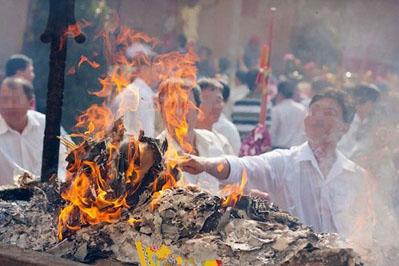 Giáo hội Phật giáo đề nghị bỏ đốt vàng mã tại cơ sở thờ tự Phật giáo.