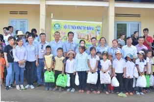 Hội Từ Thiện Vòng Tay Nhân Ái PG Buôn Hồ  Phát Quà Trung Thu