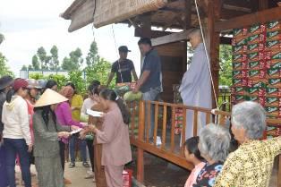 Phật Tử NPĐ Phước Bảo Và Nhóm Bạn Trẻ Buôn Ma Thuột Tặng Quà Hộ Nghèo Xã Yang Reh và Ea Trul