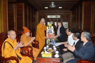 Phái đoàn Ban Tôn giáo Chính phủ thăm và chúc Têt BanTrị sự GHPGVN tỉnh Đăk Lăk.