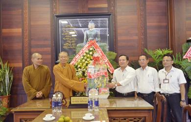 TP BMT: Chính quyền Chúc mừng Phật Đản PL.2564 – DL.2020.