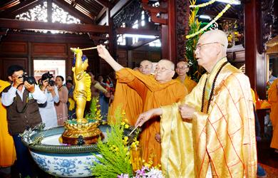 Video lễ tắm và rước Phật từ chùa Khải Đoan về các chùa trong tỉnh Đăk Lăk