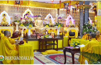 Phật tử về chùa cầu nguyện trong ngày rằm Thượng Nguyên