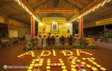 Chùa Quảng Trạch tổ chức tổ chức đốt nến tri ân nhân ngày vía  Đức Phật A Di Đà