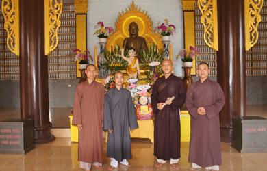 Thường trực BTS huyện Cưmgar thăm Phật đản các đơn vị