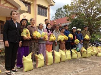 Chùa Phước Vân chia sẽ đến bà con nghèo khó khăn xã Hòa Lễ  - H. KrôngBông