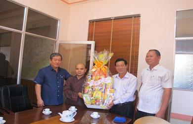 Ban Trị sự Phật giáo huyện Ea H'Leo chúc tết các cơ quan huyện