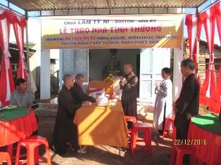 Lễ trao nhà Tình thương cho Phật tử Trần Thị Dư tại thôn 6 xã EaSol, huyện EaH