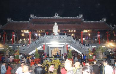 Chùa Sắc tứ Khải Đoan tổ chức đón giao thừa - Lễ Vía đức Phật Di Lặc