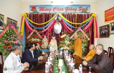 Phật giáo tỉnh Đăk Lăk chúc mừng Giáng sinh Ủy ban Đoàn kêt Công giáo và Giáo xứ Thánh Tâm