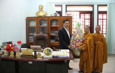 Tịnh Xá Ngọc Bửu huyện Eakar thăm chúc tết quý Cơ quan trong huyện