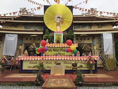 Huyện Krông Pắc: BTS long trọng tổ chức Lễ Phật Đản PL.2562