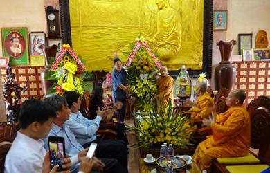 Lãnh đạo Tỉnh, Thành Phố chúc mừng Phật đản tịnh xá Ngọc Quang.
