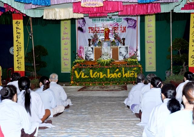 Lễ Thắp nến tri ân và tặng quà Cha mẹ tại chùa Kim Quang