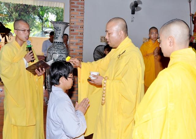 Lễ thế phát xuất gia tại chùa Kim Quang