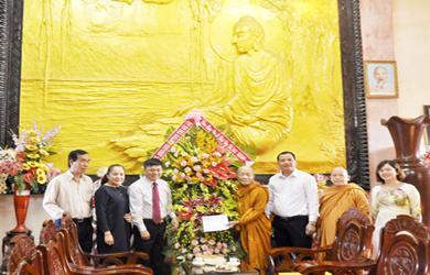 Tịnh xá Ngọc Quang: Đoàn lãnh đạo tỉnh, Thành phố đến thăm, chúc mừng Phật đản Vesak 2019.