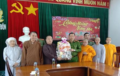 Phật giáo huyện Buôn Đôn thăm và chúc Tết các cơ quan ban ngành tỉnh Đắk Lắk