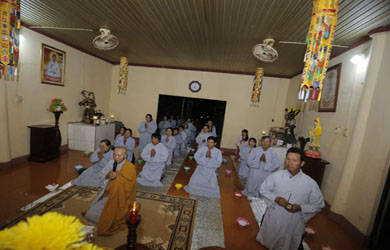 Ea H'Leo: Lễ Hoa đăng cúng dường Đức Phật A Di Đà tại Điểm nhóm Từ Phước