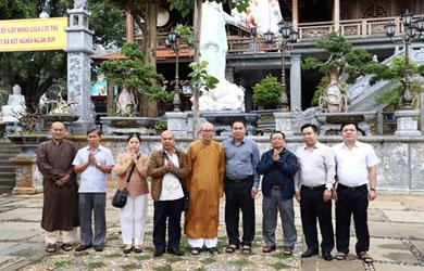 Ông Cao Tấn Khổng-Nguyên Phó tổng Kiểm Toán Nhà Nước Việt Nam thăm chùa Sắc Tứ Khải Đoan