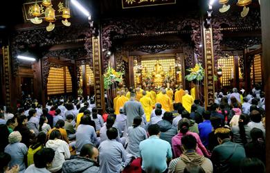 Lễ giao thừa tại chùa Sắc Tứ Khải Đoan