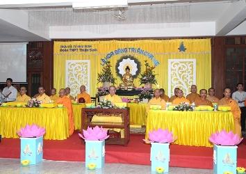 Đoàn Phật tử Thiện sinh chùa Khải Đoan tổ chức Lễ hoa đăng Tri ân cha mẹ.