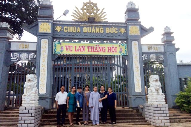 Tặng xe đạp cho học sinh nghèo tại chùa Quảng Đức