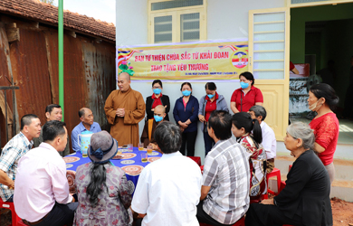 Lễ giao nhà tình thương tại xã Ea Rail, huyện Ea H;Leo