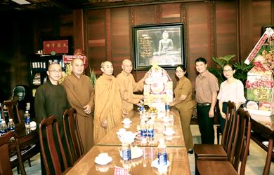 Ban Dân Vận Tỉnh chúc mừng Phật đản