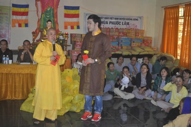 Đoàn Từ Thiện Chùa Hội Thành,Dầu Tiếng,Bình Dương kết hợp Chùa Phước Lâm,Krông Bông tặng quà cho bà con nghèo