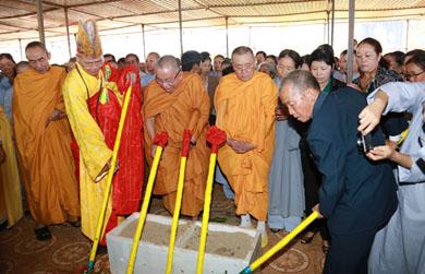 Lễ đặt đá đại trùng tu chùa Linh Sơn, Thị trấn Quảng Phú  huyện Cư M'gar.