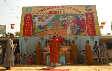 Chùa Phước Lâm, xã Khuê Ngọc Điền, huyện Krông Bông tổ chức Lễ Tắm Phật truyền thống