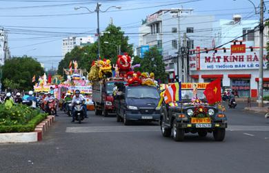 Diễu hành xe hoa Kính mừng Phật đản PL.2560 - DL.2016