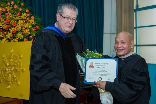 HT. Thích Thiện Nhơn, HT. Thích Thiện Pháp nhận bằng tiến sĩ danh dự của trường đại học Apollos, Mỹ