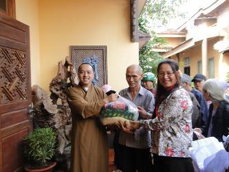 DakLak: Chùa Hoa Nghiêm làm từ thiện