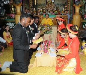 Chùa Phước Lâm Huyện Krông Bông tổ chức lễ Hằng thuận cho Ba đôi  vợ chồng trẻ
