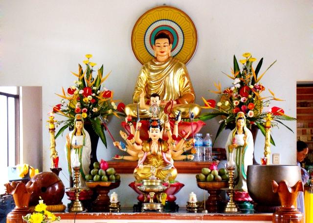 Cúng dường Tam Bảo và hiện tiền Chư Tôn Thiền Đức mùa An Cư Kiết Hạ