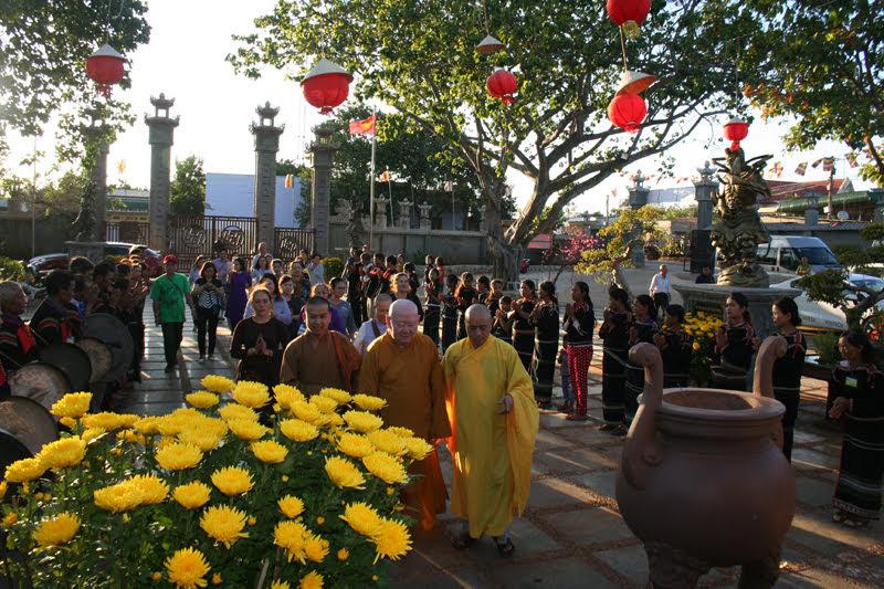 Thượng Tọa Thích Duy Trấn cùng đoàn đã gặp mặt, chúc xuân tại chùa Hoa nghiêm