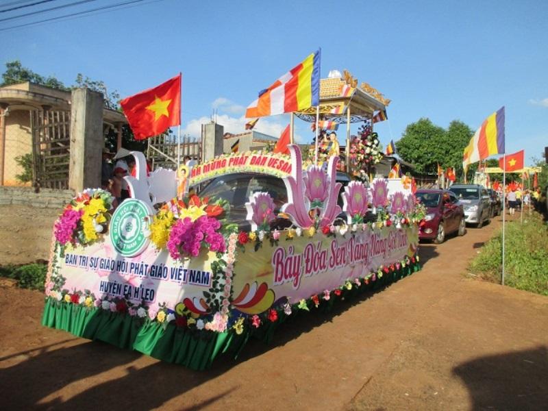 BTS GHPGVN huyện Eahleo tổ chức diểu xe hoa