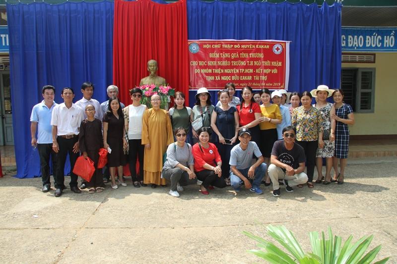 Tịnh xá Ngọc Bửu huyện Eakar, nhóm thiện nguyện Tp.HCM tặng quà tình thương