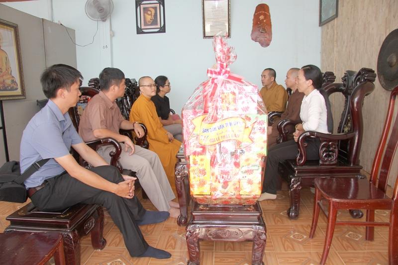 Ban Dân vận Tỉnh ủy tỉnh Đắk Lắk thăm GHPGVN huyện Eakar nhân ngày Phật Đản Pl 2563 -2019