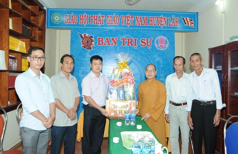 Phòng an ninh đối nội tỉnh Đak Lak thăm GHPGVN huyện Lăk nhân ngày lễ Phật Đản