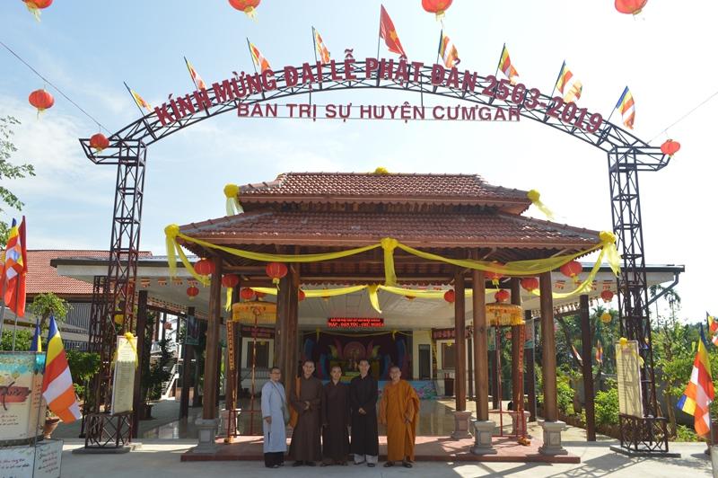 Ban thường trực BTS PG huyện Cưmgar thăm chùa, NPĐ nhân ngày lễ Phật đản
