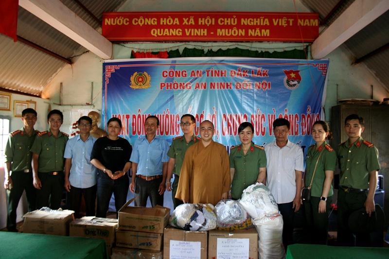 Tại xã Cư Suê, huyện Cư M'gar nhiều hoạt động ý nghĩa của Phòng an ninh đối nội